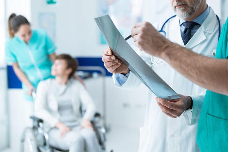 درمان درد شانه توسط لیزر پرتوان در کلینیک درد راد